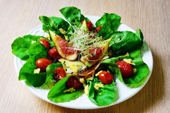 02-Salada de Rúcula com Tomate Confiti e Figo Fresco